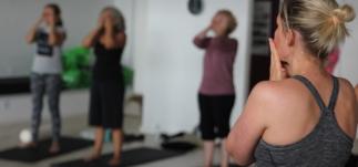 Holdtræning - indre ro fra top til tå - ansigtsøvelse - Mybodyandmind x151