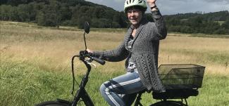 Annelise brækkede kæben og fik hjernerystelse - nu cykler hun igen x151